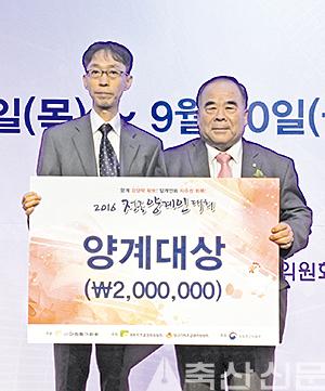 이날 양계대상은 그간 양계산업 발전을 위한 노력을 인정받은 박근식 고문(사진 왼쪽)이 수상했다.